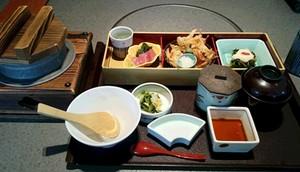 鯛と筍の五目釜飯弁当.JPG